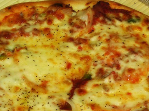 a_pizza_steak_and_cheese.300160541_std